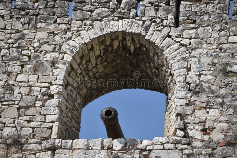 Gjirokastra城堡,联合国科教文组织站点,阿尔巴尼亚,大炮视图 免版税图库摄影