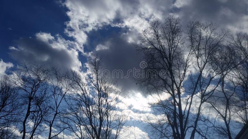 Gjorda mörkare moln royaltyfria bilder
