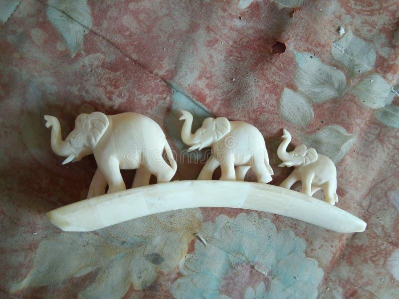 Gjort elefantben royaltyfri foto