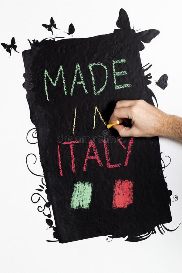 Gjort i Italien handwrite på svart tavla royaltyfria foton