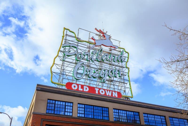 Gjort i Oregon den vita fullvuxna hankronhjorten underteckna in den gamla staden Portland Oregon royaltyfria foton
