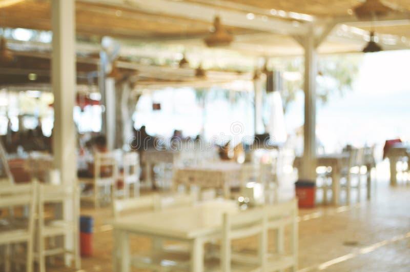 Gjort suddig av Beachfront restaurang Semesterperiod royaltyfri foto