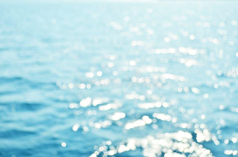 Gjort suddig blått havsvatten för bakgrund, naturbakgrundsbegrepp royaltyfri foto