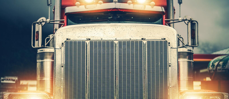 Glänzender Amerikaner-halb LKW stockbilder