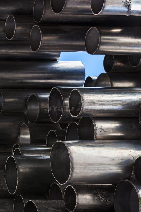 Glänsande metallrör, abstrakt industriell bakgrund arkivbild