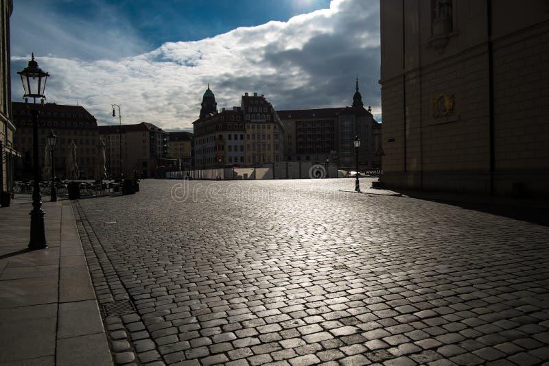 Glänsande trottoar i Dresden arkivbilder