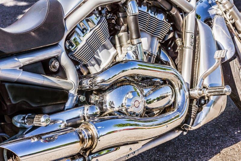 Glänzende Chrommaschine von Harley Davidson stockfotografie