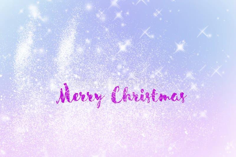 Glänzende Schneeflocken des Winters verwischten Hintergrund in den hellblauen rosa Farben Aufschrift-frohe Weihnachten stock abbildung