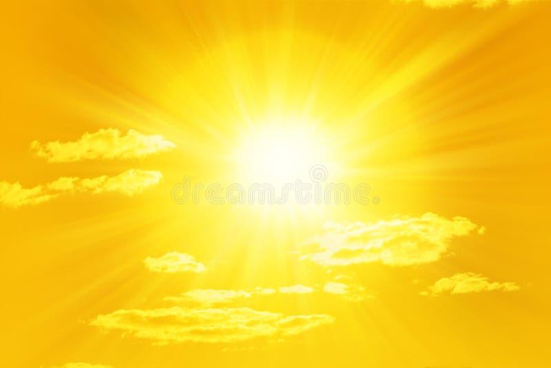 Glänzender gelber Sun lizenzfreies stockfoto