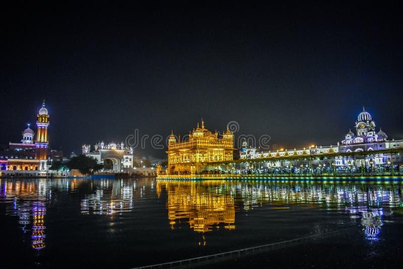Glänzender goldener Tempel stockfotos