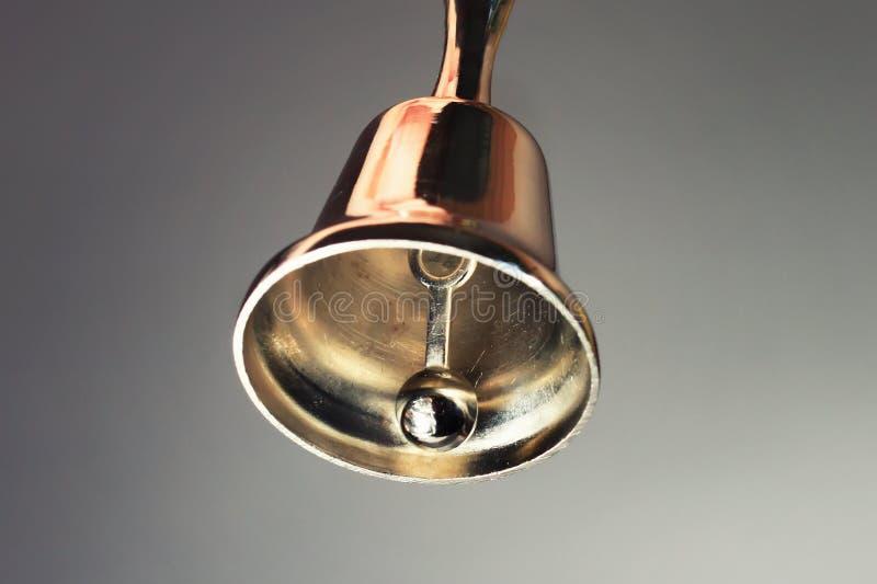Glänzendes Metallglockenklingeln lizenzfreie stockfotos