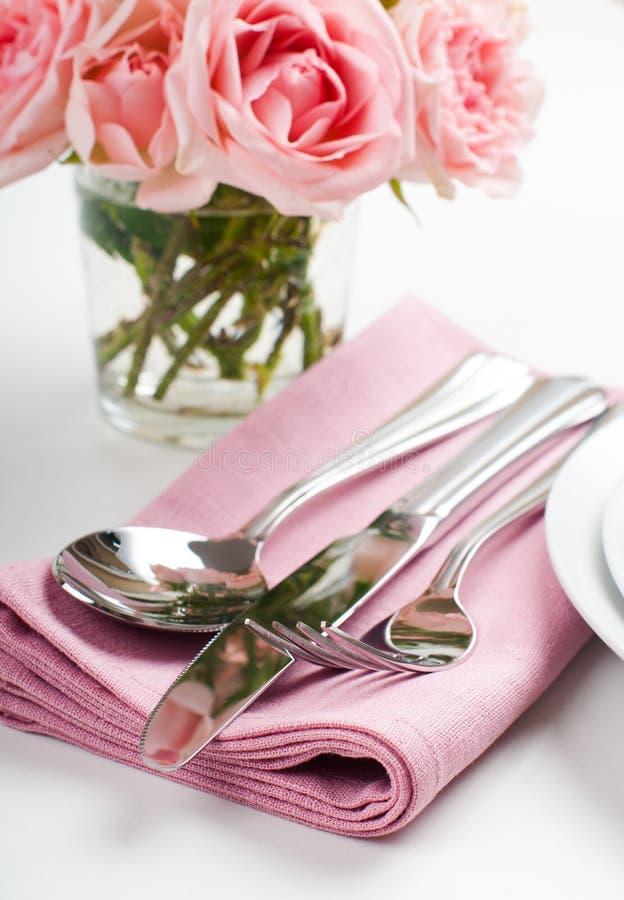 Glänzendes neues Tischbesteck, Tafelsilber lizenzfreies stockbild
