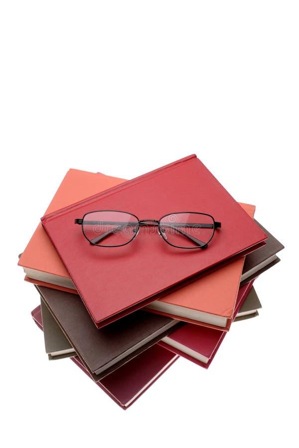 Gläser auf Büchern lizenzfreie stockfotos