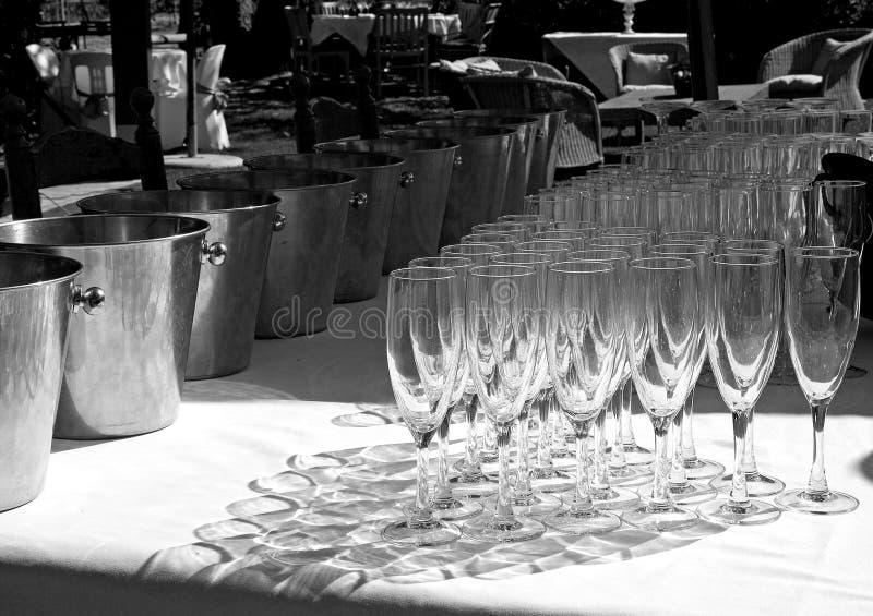 Gläser im Schatten stockbilder