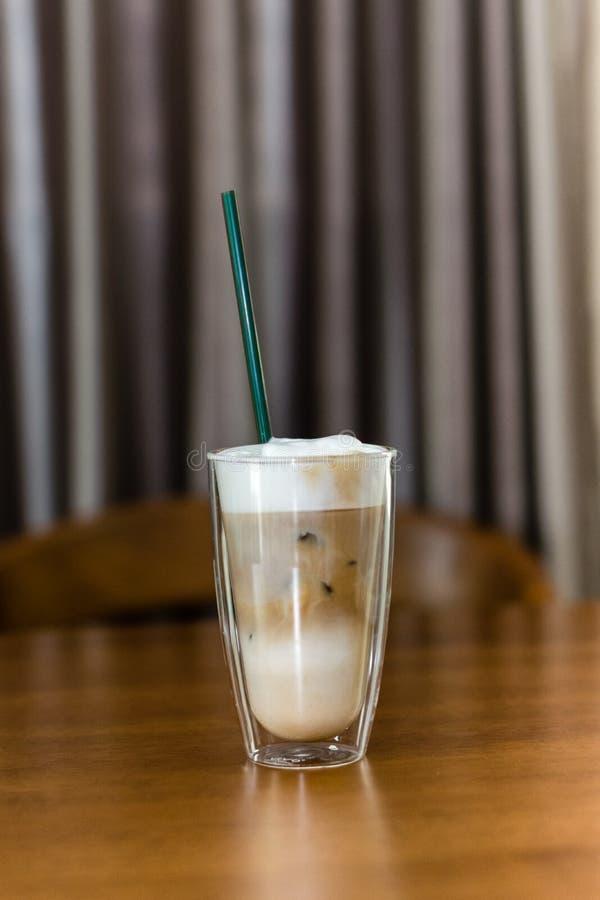 Gläser Milchkaffee stockbild