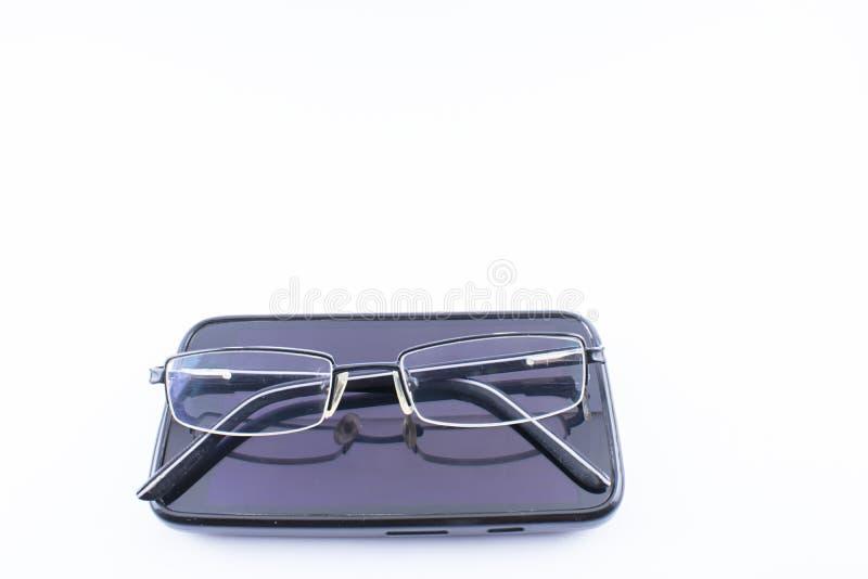 Gläser und Smartphone lizenzfreies stockfoto