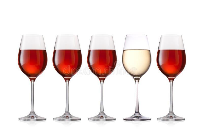 Gläser Wein lokalisiert auf weißem Hintergrund stockbild