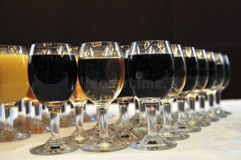 Gläser Wein in restaruant lizenzfreies stockbild