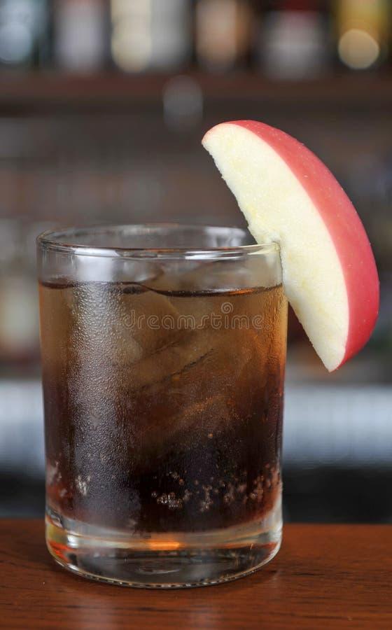 Gläser Whisky und Koks stockfoto