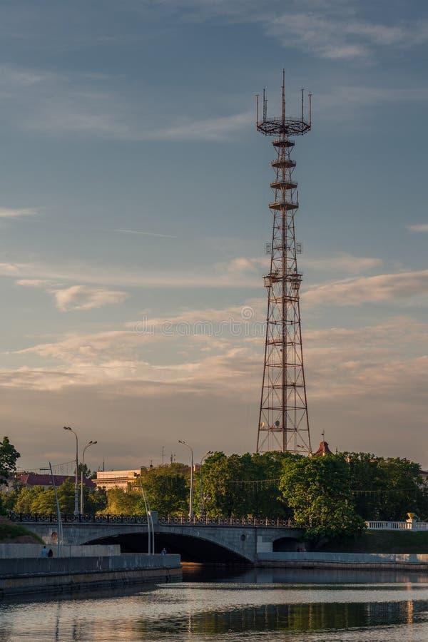 Gl?ttung der Ansicht des Fernsehturms von Park Minsks Gorky stockfotos
