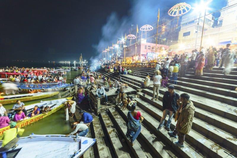 Glättung des Dammes des Gangess in Varanasi, Indien, lizenzfreie stockfotos