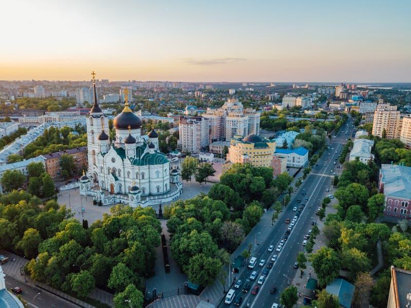Glättung des Sommers Voronezh, Ankündigungs-Kathedrale, Luftbrummenansicht lizenzfreies stockfoto