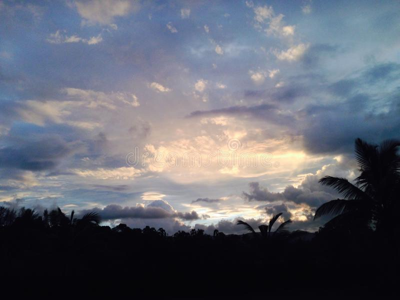 Glättung des Sonnenuntergangbildes nach Regen am mhasla lizenzfreies stockbild