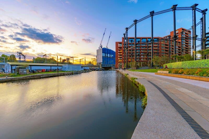 Glättung von Ansicht des Regent-Kanals stockbild