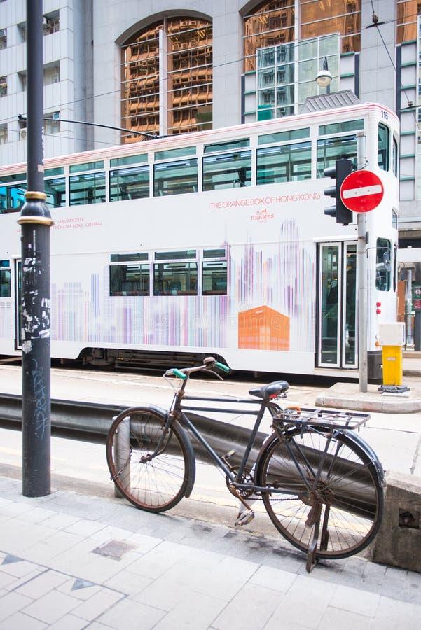 Glåmiga Sheung, Hong Kong - Januari 14, 2018: Hong Kong spårvagn för tra arkivbild