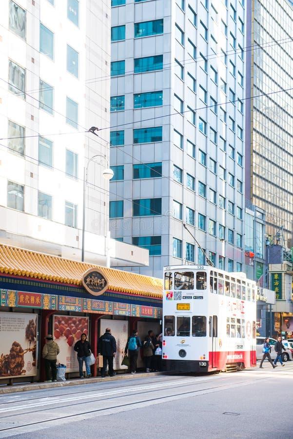 Glåmiga Sheung, Hong Kong - Januari 14, 2018: Hong Kong spårvagn för tra fotografering för bildbyråer