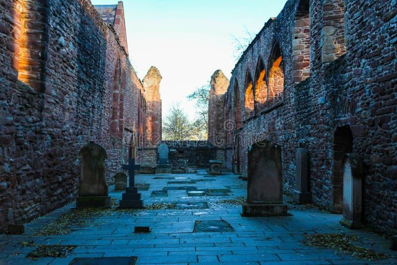 Glöd för Beauly priorsklostersolnedgång arkivfoton