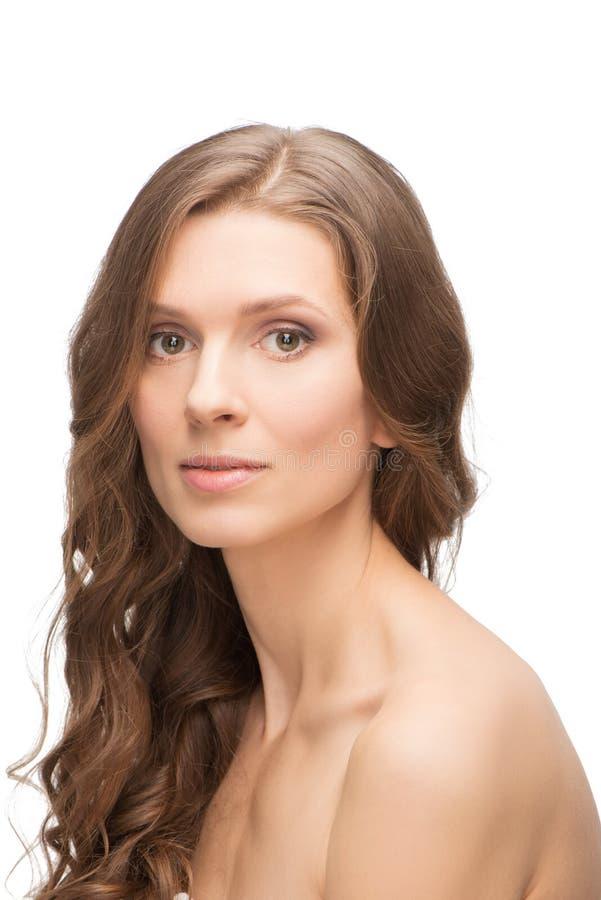 Glödande Caucasian ung kvinna för hud royaltyfri bild
