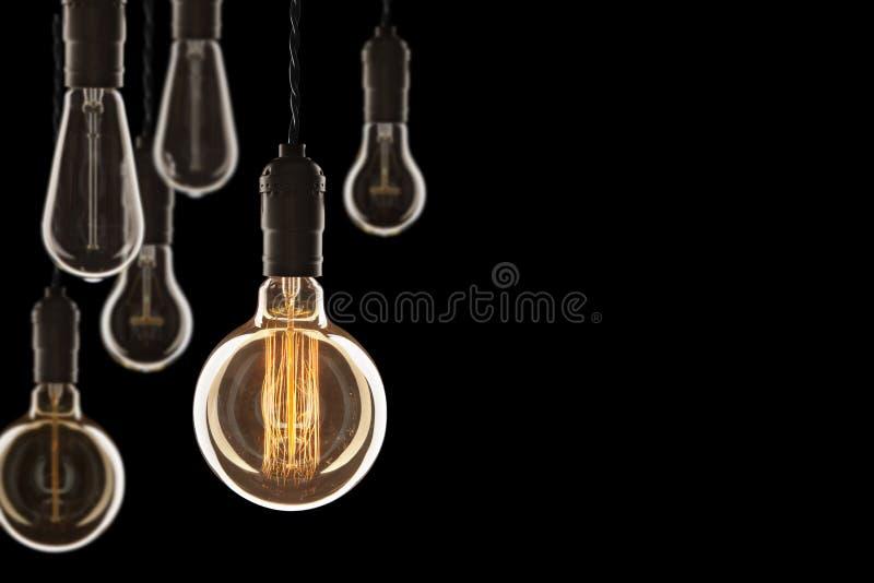 Glödande Edison för idé- och ledarskapbegreppstappning kulor på arkivbilder