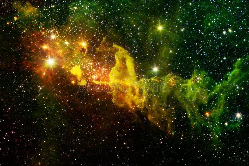 Glödande galax, enorm sciencetapet arkivbilder
