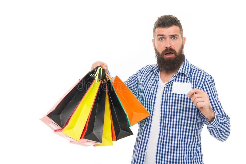 Glöm inte att välja upp din fria gåva Förvånat kort för shopparevisninggåva som isoleras på vit Skäggig man som ler med arkivfoto