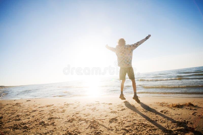 Glück in der Strandlandschaft lizenzfreie stockfotografie