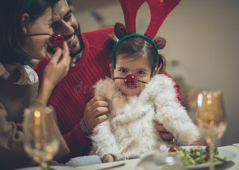 Glück hat keinen Preis, die Familie ist das wichtigste stockbild