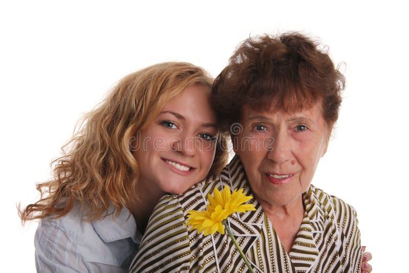 Glückgroßmutter und -enkelin lizenzfreies stockfoto