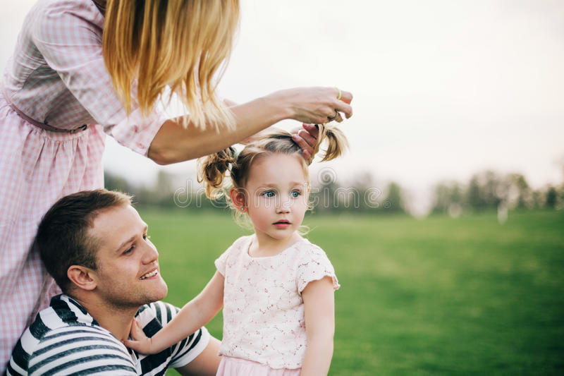 Glücklich, eine Familie zu sein stockfotografie