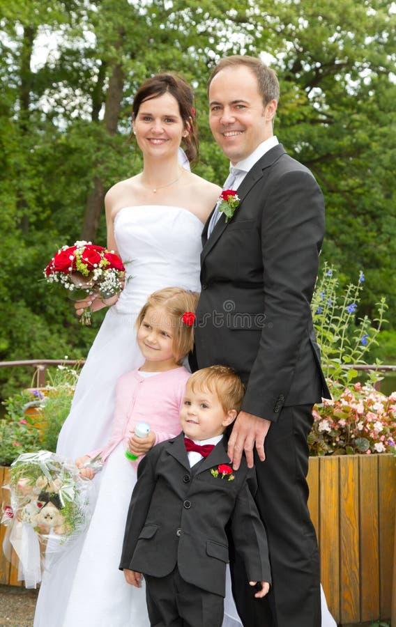 Glücklich wed eben Familie stockfoto