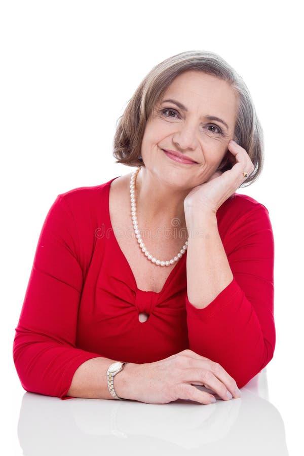 Glückliche ältere Dame - ältere Frau lokalisiert auf weißem Hintergrund stockfotografie