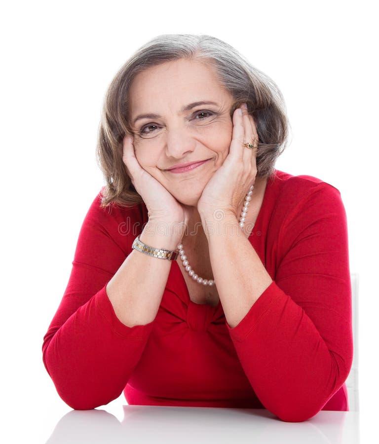 Glückliche ältere Dame - ältere Frau lokalisiert auf weißem Hintergrund lizenzfreie stockbilder
