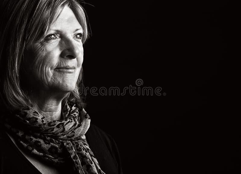Glückliche ältere Dame stockfotografie