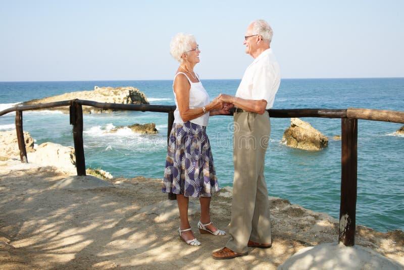 Glückliche Ältere an den Feiertagen lizenzfreies stockbild