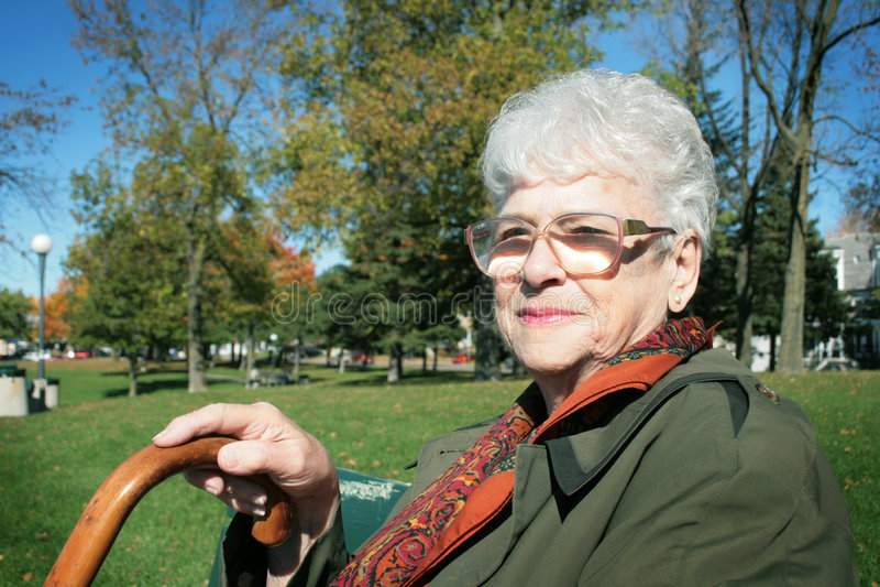Glückliche ältere Frau stockfoto