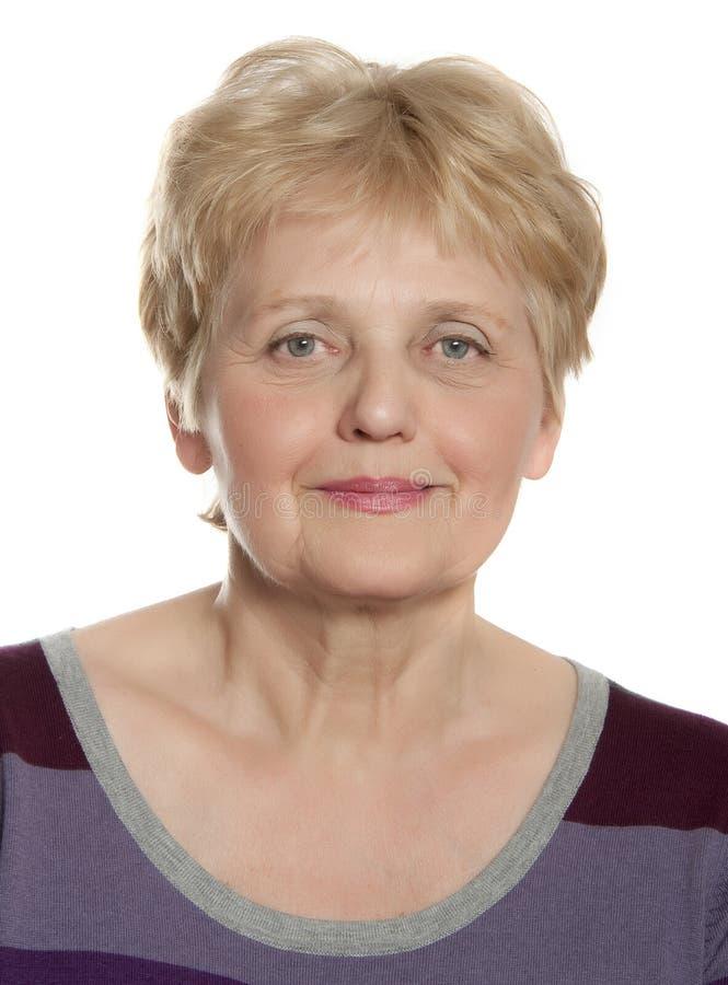 Glückliche ältere Frau sechzig Jahre alt stockfotos
