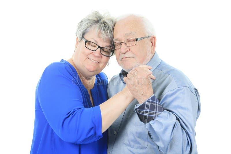 Glückliche ältere Paare in der Liebe Lokalisiert über Weiß lizenzfreie stockfotos
