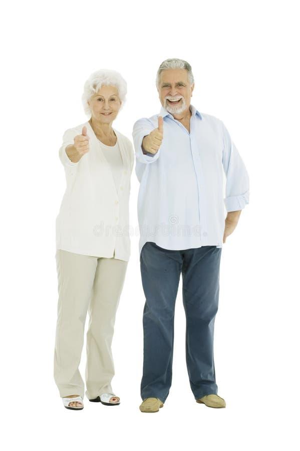 Glückliche ältere Paare mit einem Thumbs-up lizenzfreie stockbilder