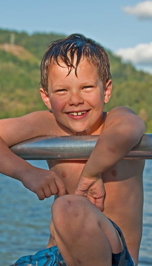 Glückliche 6 Einjahres Jungen-Portrait-Sommer- stockbilder