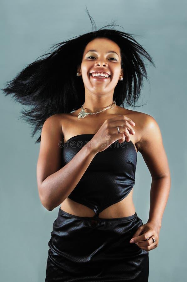 Glückliche afrikanische Schönheit lizenzfreie stockbilder